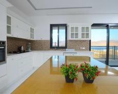 מבט נוסף למטבח המאובזר שלנו - פנטהאוז שמיים פתוחים